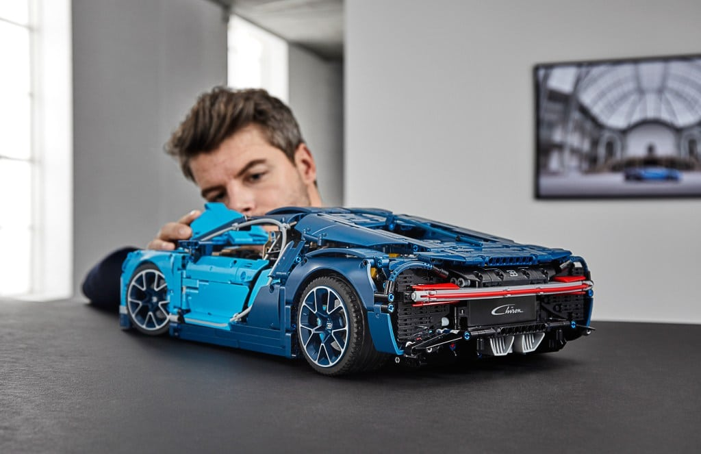 lego technic 42083 bugatti chiron unveiled yuppie gadgets. Black Bedroom Furniture Sets. Home Design Ideas