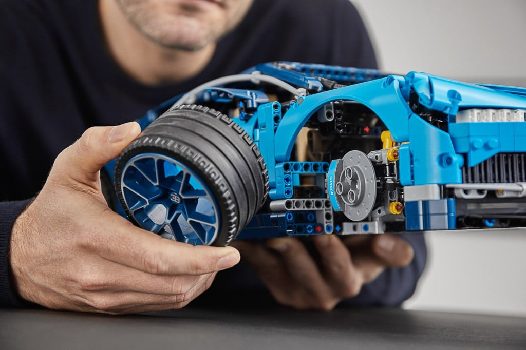 lego technic 42083 bugatti chiron unveiled yuppie gadgets. Black Bedroom Furniture Sets. Home Design Ideas