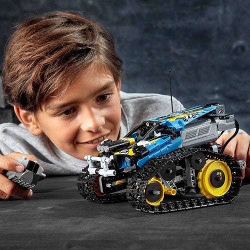 Lego Technic Remote-Controlled Stunt Racer 2